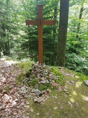 Wie viele Kreuze gibt es hier noch in diesem Wald??