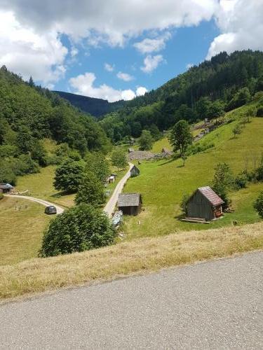 Viele kleine Hütten vor Forbach