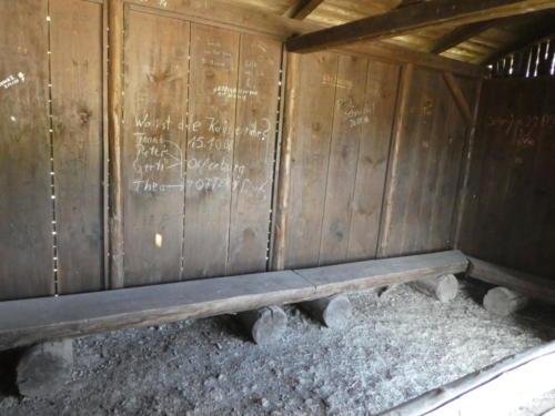 Blick in die Schutzhütte Gewitterplatz
